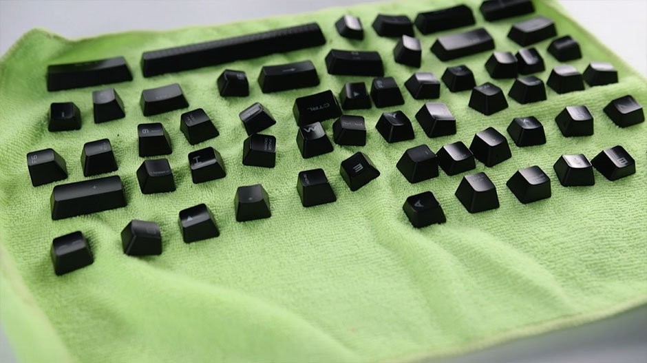 How to Clean a Mechanical Keyboard - dry the keys